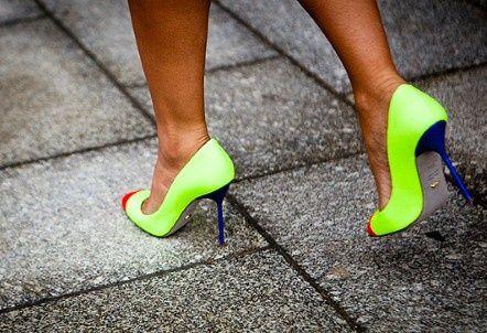 neon neon neon: Paris Fashion, Neon Heels, Neon Green, Woman Shoes, Stunning Women, Neon Colors, Hot Heels, Neon Pumps, Neon Shoes