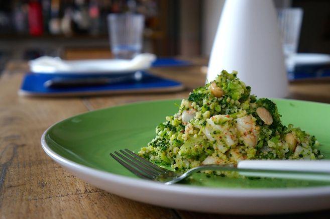 @elcomidista cuscús de brócoli con gambas. Al día siguiente del picnic, seguía estando bueno.