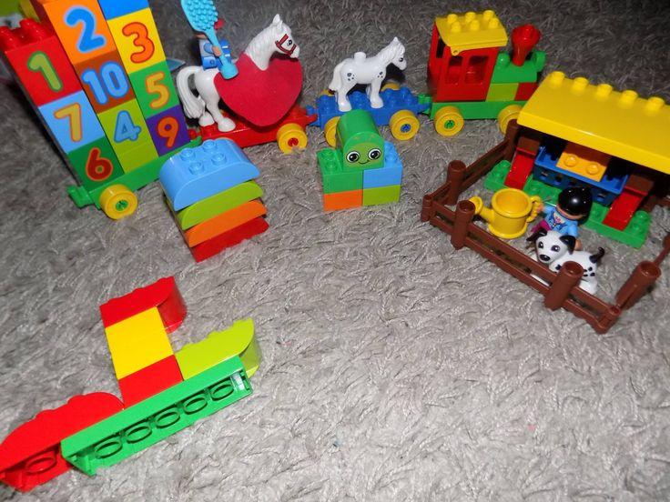 """Duży plus za możliwość łączenia Lego z innymi klockami z serii, dzięki czemu występuje większe pole do popisu oraz więcej kreatywnej zabawy. U nas powstała skrócona wersja """"Lokomotywy"""" Tuwima :)   #LEGODUPLO, #BawiIUczy, #SwiatLEGODUPLO, #KreatywnoscMaluszka https://www.facebook.com/photo.php?fbid=1830251093924061&set=o.145945315936&type=3&theater"""