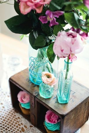 light blue bottles + pink fleurs