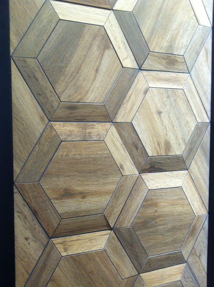 С 1968 года КЕРАМИКА КОЛЛИ - синоним дизайна и качества продукции. На #мосбилд2015 мы в очередной раз убедились оригинальном подходе фабрики. Настенная плитка не с 3D эффектом, а реальное 3D, дополненное плиткой под мрамор в формате кирпичика и керамогранитом, создающим на полу крупный геометрический узор. Такое сочетание подойдет как для всего дома (жилые помещения, кухни, ванные комнаты), так и для больших пространств с высокой проходимостью, офисов, гостиниц и магазинов.  #smalta…