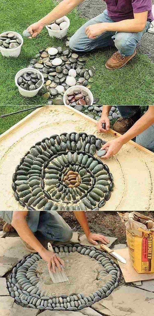 Pebble mosaic laying sand spiral guide