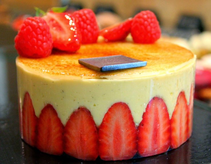 Paris Chez Sharon: Fraisier by Carl Marletti http://parischezsharon.blogspot.fr/2014/06/fashion-gateau.html