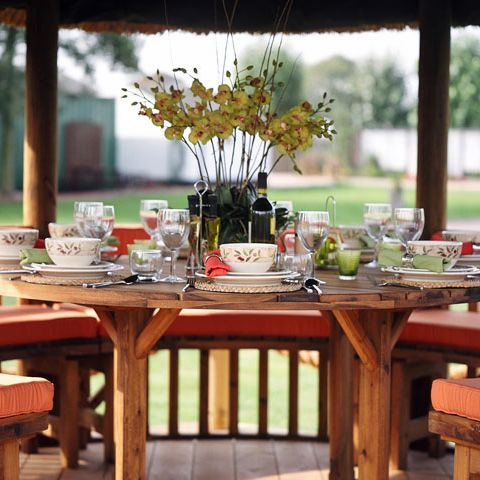 The best way to enjoy lunch outdoors in your very own Breeze House - enjoy your garden all year round. #garden #breezehouse #gardening #gardengoals #lunch #retreat