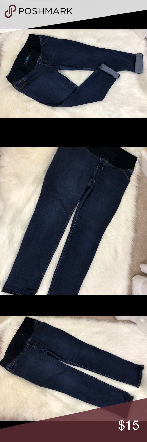 "Old Navy Maternity Jeans Old Navy denim maternity jeans. Size 12.  Skinny low rise.  Knit panel. Inseam approximately 29"".'  EUC Old Navy Jeans Skinny"