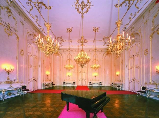 GÖDÖLLŐ - Grassalkovich Palace  http://www.iranymagyarorszag.hu/godolloi_kiralyi_kastely-grassalkovich-kastely/I100405/