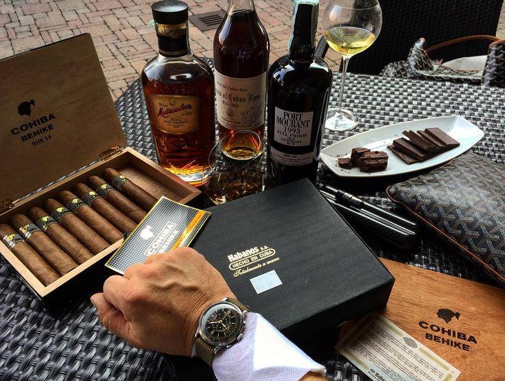 Acchiappi di Parma...Legend of Cuban Rum pre 1962 Port Mourant 1993 ed una scatola di Cohiba Behike 54 del 2010 i miei regali di compleanno #ron #legenofcubanrum#portmoutant#rumporn#ron#cuba#habanos#habana #importantrum#cigar#cigarboss #cigarlife #cigarlove #cigarporn #cohiba #behike54 #2010 #sparafucile #grandeAntonello #ilmoLie #bellaParma #bellaPeTeRevo #NOTFORSALE #eberhard #orilogiodelnonno #allafacciadichicivuolemale by revorbaro