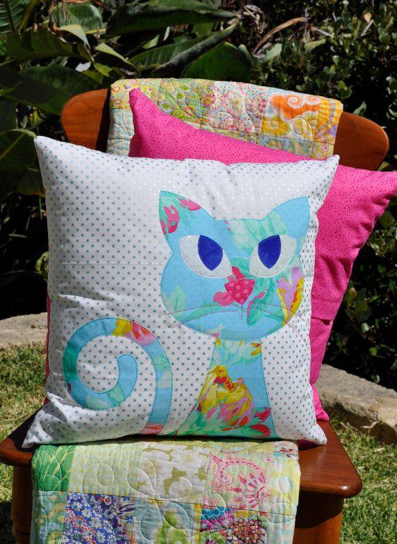 Ali's Cat Applique Cushion PDF pattern  por claireturpindesign, $8.00