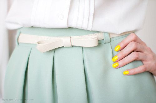 bright yellow nales with a pale green skirt? so cute!