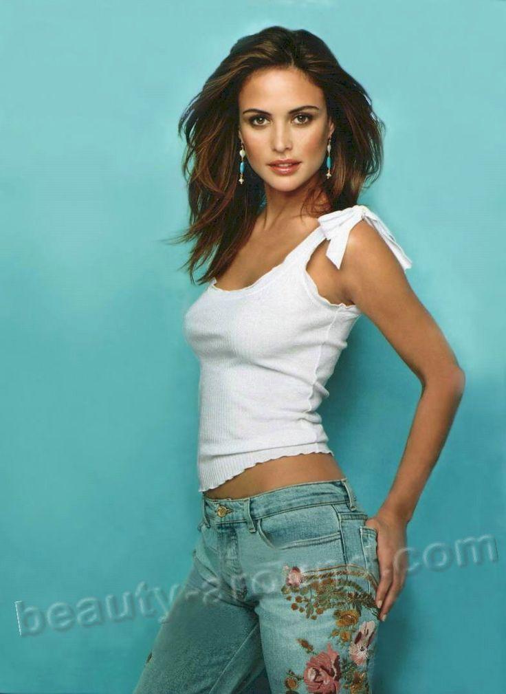 Джози Маран / Josie Maran  (наст. имя - Джоа́нна Се́лхорст Мара́н; род. 8 мая 1978 г, в Сан-Франциско, США) - американскаятоп-модель и актриса русско-еврейского происхождения по линии отца.