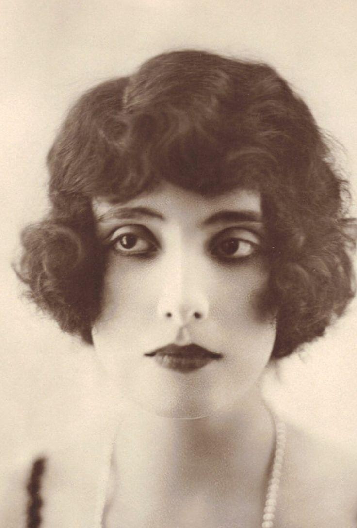 1920's Beauty. Postcard by A. Noyer -   https://www.etsy.com/listing/101318407/venus-1910s20s-a-noyer-les-plus-belles
