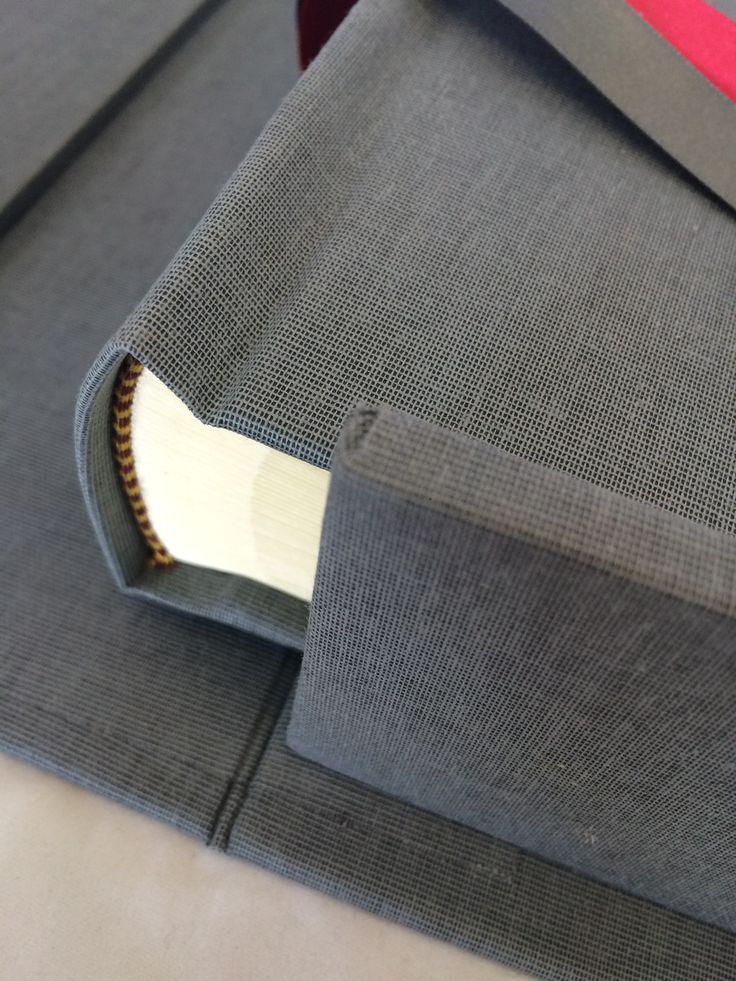 Linen wedding album in dark grey with matching clamshell storage box. Handmade by www.blackcatbindery.com #photoalbum #personalised #bookbinding