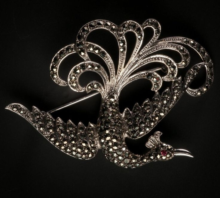 Exclusive old brooch, bird - Silver with Marcasite and small rubies in the eye