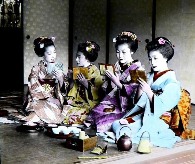 """To finish off this dramatic look the teeth would be stained black with a mixture of oxidized iron steeped in an acidic solution. The custom of teeth blackening ended in the Meiji era and is now only used by kabuki actors and by maiko (training geishas) for the week before they become geiko. The romantic look of the Heian era was then adopted by the courtesans of the pleasure quarters trying to recapture the elegance typical of the long gone """"Golden Era""""."""