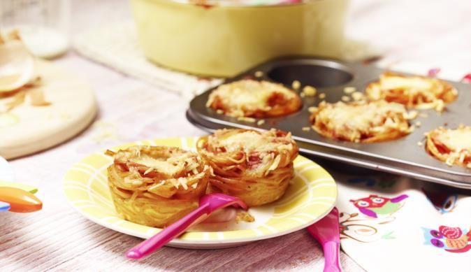 Die Bunten Nudel-Nester sind kinderleicht zubereitet und gleichzeitig ein kulinarischer Hingucker
