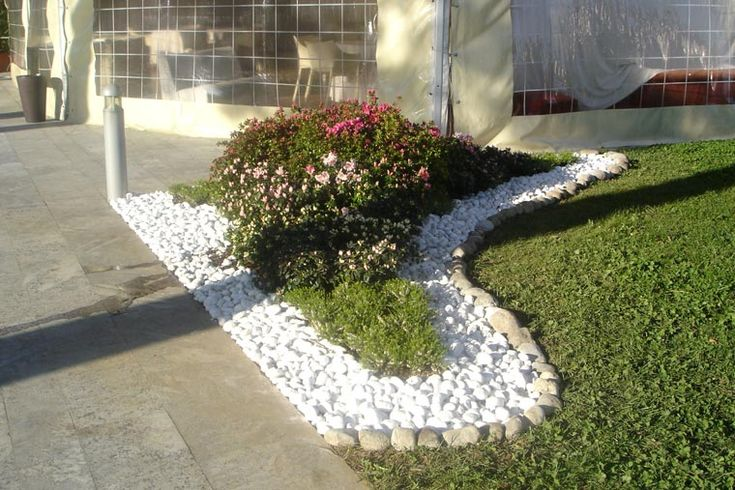 Aiuole foto cerca con google giardinaggio pinterest for Sassi finti per giardini