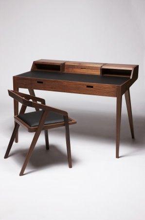 Graziler Schreibtisch aus edlen Hölzern                                                                                                                                                     Más