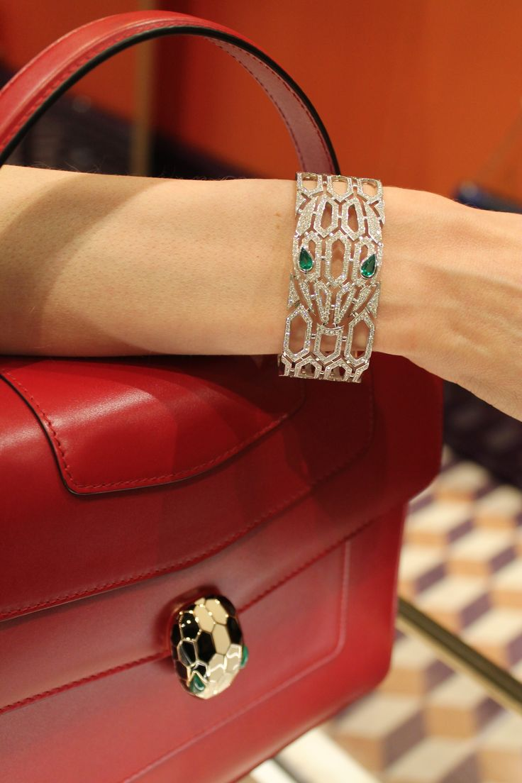 BVLGARI Serpenti Seduttori diamond bracelet with emerald eyes made up of a mesh of hexagonal scales in 18 carat white gold, glittering with pavé diamonds, with two glinting pear-shaped emeralds for eyes.