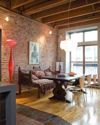 Loft design éclectique pour client voyageur. Lampe sur pied et suspension Ingo Maurer.
