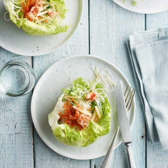 IJsbergsla met mihoensalade, rivierkreeft en goudrenet - Deze frisse salade is heerlijk als lunch- of bijgerecht. #recept #slank #JumboSupermarkten