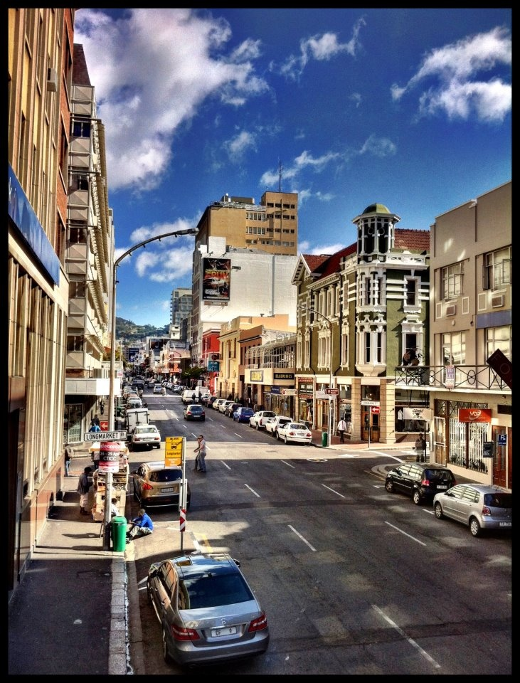 Long Street, Cape Town...wondering what time they took this photogragh......cuz there is always is always traffic