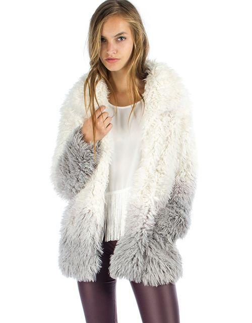 Δίχρωμη γούνα, 79,00€.