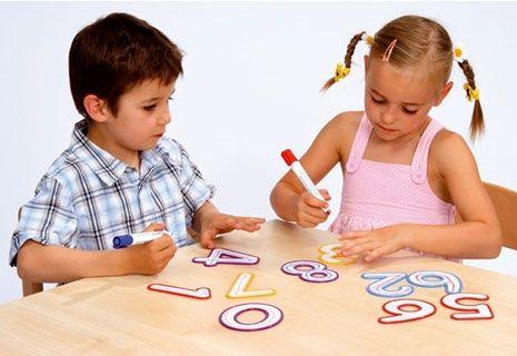 Детский центр раннего развития Апрель  Долгопрудный  Детский центр развития «Апрель» в Долгопрудном проводит занятия для детей в группах до 3-х лет, от 3 до 6 лет и до 10 лет по методике Монтессори. Также ведем занятия творческой студии (ИЗО, лепка), по английскому языку по методике Мещеряковой, детской йоги, грудничковому массажу и плаванию. Есть группы кратковременного пребывания и дошкольная подготовка, услуги детского логопеда и психолога. Арт-терапия и сказкотерапия для детей.