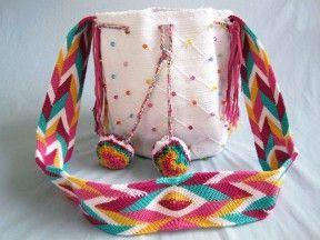 Mochila-Wayuu-Rare-White-Beads-Puff Balls