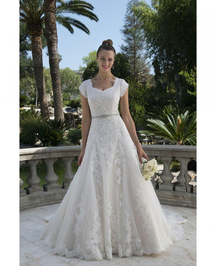 Mejores 128 imágenes de Modest Gowns en Pinterest