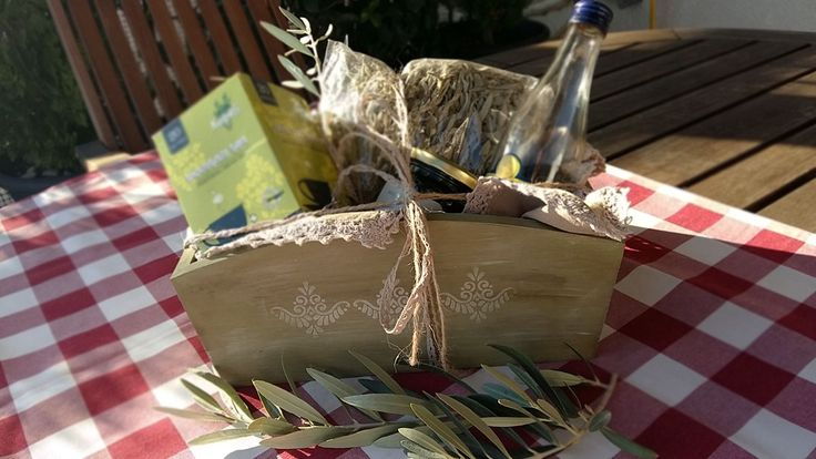#giftbox with Greek herbs, for a special people by Mueble Patina