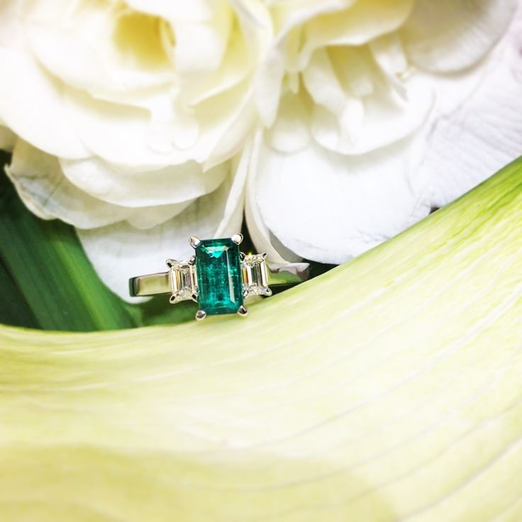When we search constantly for something, we always find better than what we hoped.  #waskoll #paris #emerald #diamond #ring #search #hope