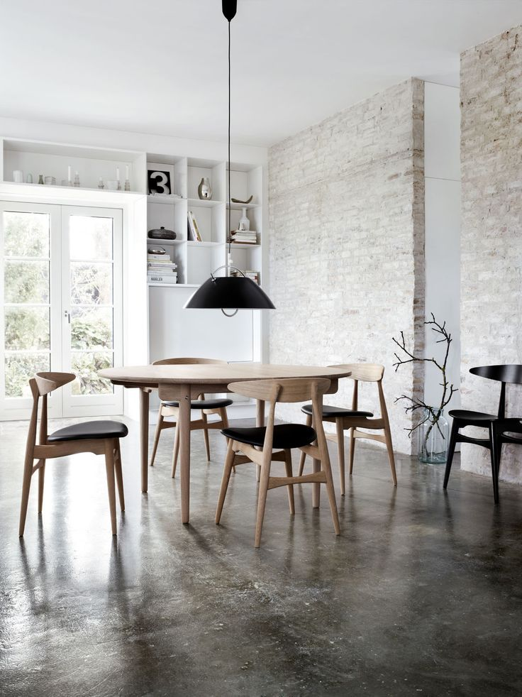 Wegners Light And Practical CH33 Dining Chair Around His CH337 Oval Table In Solid Wood