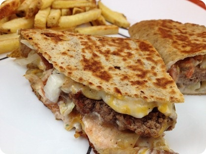 Applebee's Quesadilla Burger Swap! I can't wait to make this Weight Watchers friendly recipe. :-)