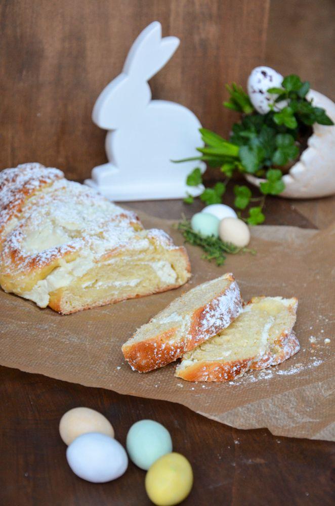 Luftig leichter Germstritzel gefüllt mit Kokos-Topfen-Creme. Perfekt für die österliche Kaffeetafel, zum Frühstück bzw. Osterbrunch.