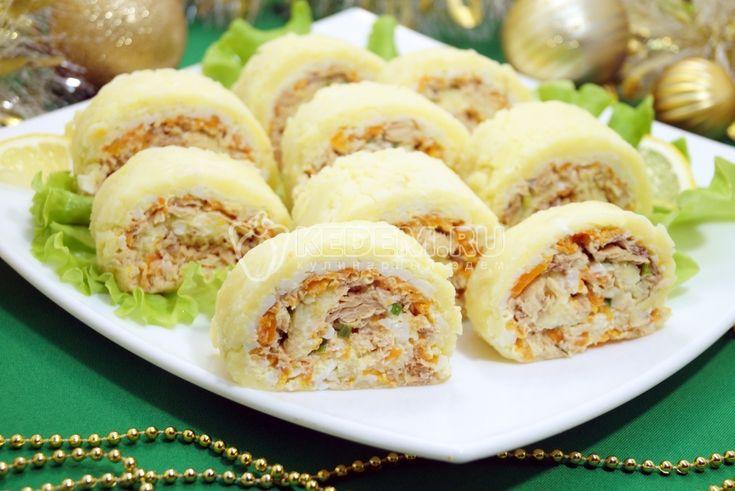 Изумительно вкусный и нежный салат «Карнавал» в виде рулета придется по вкусу всем вашим гостям.