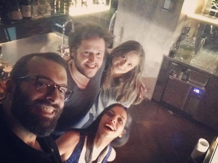 Titolo: Noi e la sconosciuta  #friends #casamiaintour #dry #drymilano #mfw #smile #cheese #cheers #milano #milanobynight #drinks #instagood #feelgood #happy #funny #bartender #cocktails #shanedovesei #questamiamilano #diamond #fashion #city #latinlover #champagne #pizza