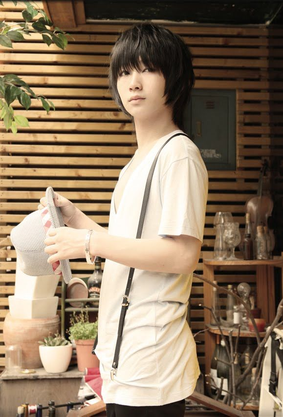 Ulzzang Summer Fashion-Ho Jun Yeon  If i were a guy i would definitely wore this since it is just my stile ^^