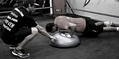 Alex Ariza training Manny Pacquiao and pro boxers, Brandon Rios and Julio Chavez Jr., with the BOSU Balance Trainer. Video is available by clicking the photo...
