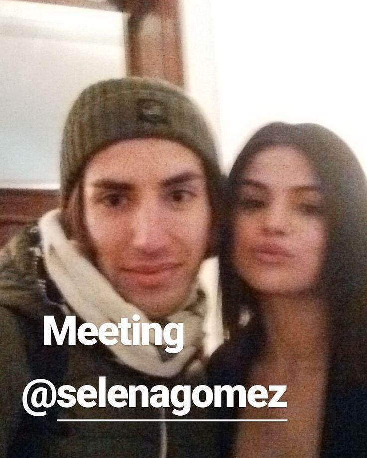 @selenagomez with a fan in Venice Italy!  #SelenaGomez con un Fan en Venesia Italia!  #Selena #Selenator #Fans #Italy | #Selenators #BestFanArmy #iHeartAwards