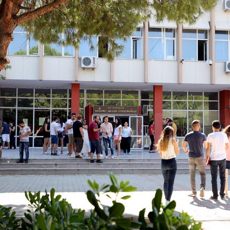 Yaz okulu devam eden öğrencilerimize derslerinde başarılar diliyoruz.. #universiteege #yabanci #diller #yuksekokulu #ogrenci #yazokulu