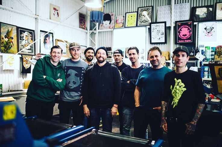 Shouts to @nathan_pickering_ for brining the master gold leaf artist @davesmithartist past the studio. Dave was in town doing a workshop with @lynesandco - one of the nicest guys I've meet. Not to sure the #aisle6ix #crew knows who he is but I'm stoked to have meet him .  by @billyzammit #alwayshandprint