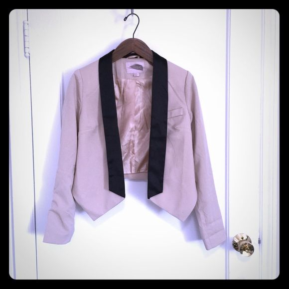 Forever 21 Beige and Black Tuxedo style jacket Forever 21 Black and Beige Tuxedo Style jacket.   Short back.   XS.   Brand new, unworn. No price tag attached. Forever 21 Jackets & Coats
