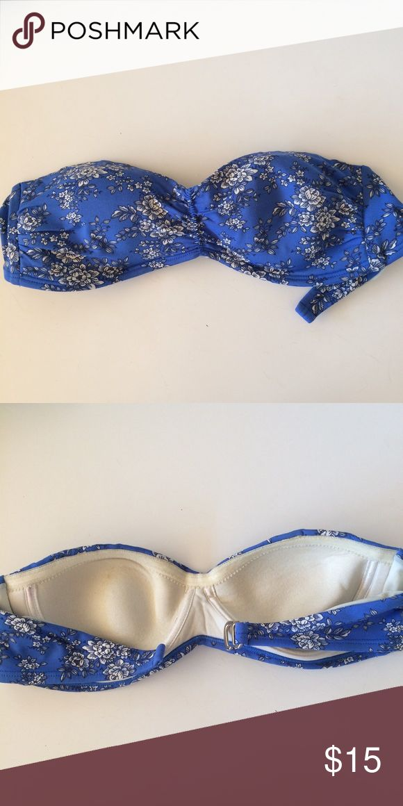 Blue n white floral bandeau bikini top I've had this for forever! 3 years. i've held on to it because it looks good in pictures and goes well with blue eyes. i love it but need to get rid of it. There are stains on the inside. selling cheap saha Swim Bikinis
