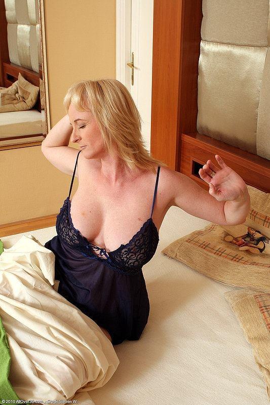naked girls oral pleasure