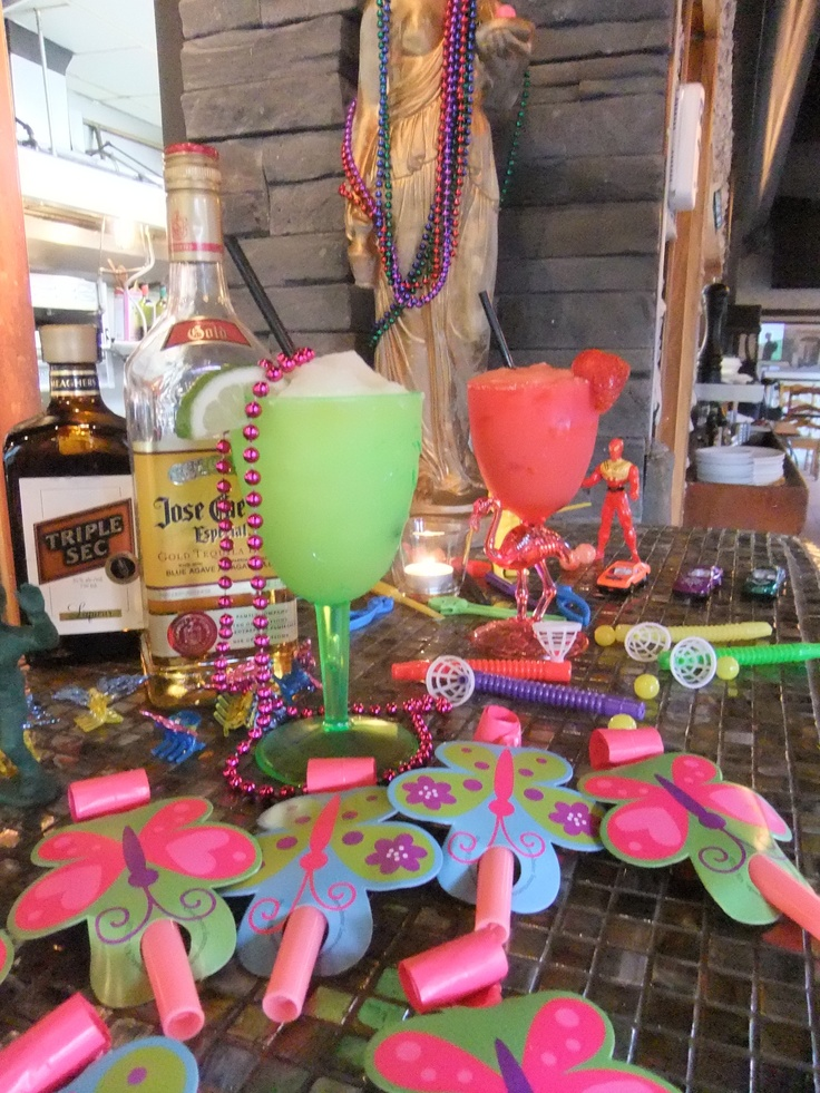 We're celebrating Cinco De Mayo This Weekend with Margaritas! Jose Cuervo Tequila blended with your choice of lime or strawberry. Served in a festive glass & comes with a complimentary Cinco De Mayo party favor. $6.75