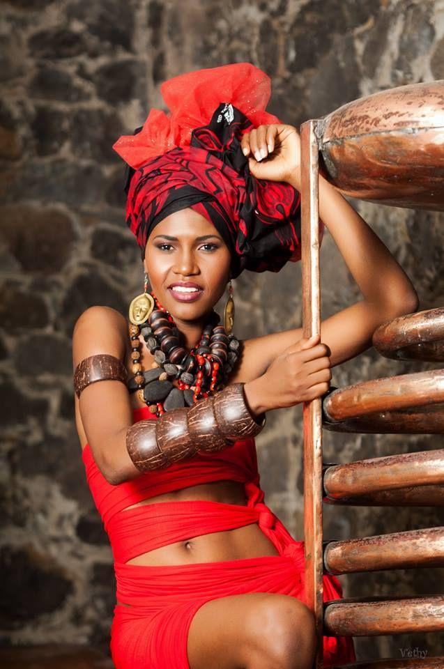 A la une de @TropicsMagazine... Mode - Les #MARETET our foulards d'inspiration Antillaise d'Emmanuelle Soundjata - A retrouver sur les pages mode du No. 54 >>> http://bit.ly/1zI4CL3.
