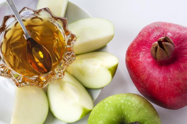 "8 Things You Need to Know About Rosh HaShanah 1.The Jewish New Year 	2.Judgment Day 3.Teshuvah (Repentance) and Forgiveness 4. Mitzvah of the Shofar 5. Apples and Honey 6. Festive Meal (Seudat Yom Tov)7. ""L'Shana Tovah"" 8. Tashlich"