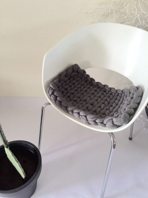 big knit chunky knit stoel kussen door dolledottievilt op Etsy
