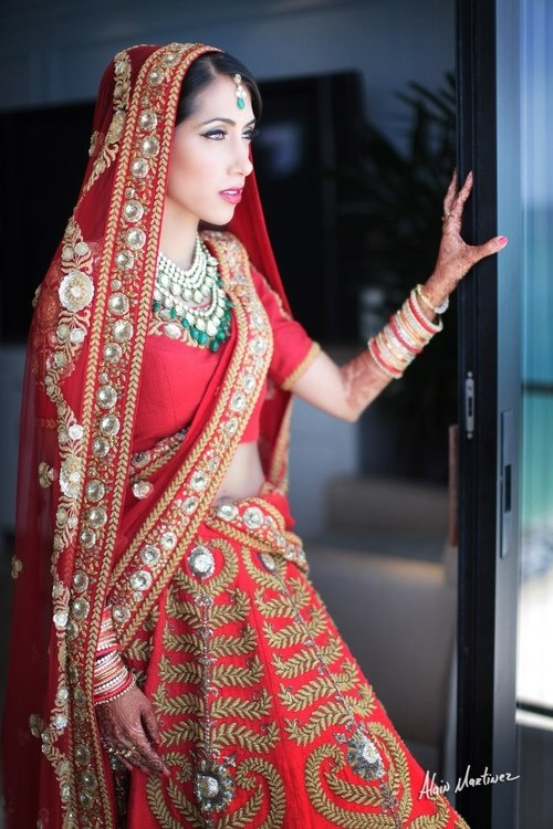 Gorgeous Indian bride in traditional Indian wedding sari.