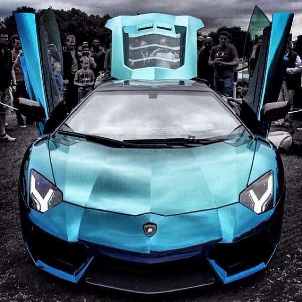 Lamborghini Aventador... sick paint job!!
